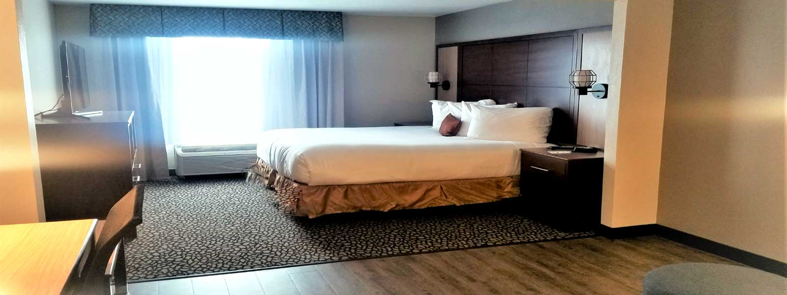 Wingate Dallas DFW Airport Affordable Lodging in Irving Texas Clean Comfortable Rooms Newly Remodeled Close to Downtown